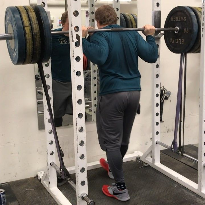 Christmas or playoff football u 9-5 working average Joe lookin Mfer #youtube #football #gym #workout #legday #squats #athlete #Eagles #philadelphiaeagles #Tyngre #quads #fitness #bodybuilding #sommarhemmetskraftsport #nike #jordan #jumpman #Usa #powerlifting #offseason #biceps #squat #deadlift