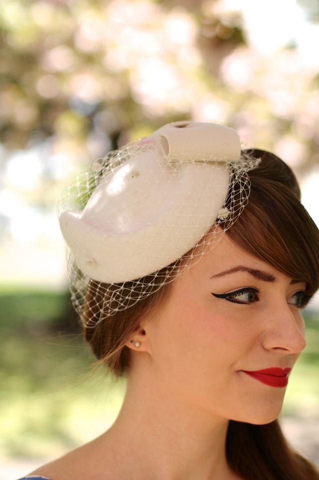 Vintage style ivory pillbox hat with veil