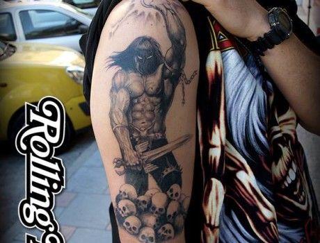 "MANOWAR TATTOO   Tatuaje basado en el guerrero de Manowar de la portada ""Kings Of Metal"".   Tatuador: Javier Jiménez, tatuador e ilustrador en Rolling Tattoo Fuengirola.   #tatuaje #guerrero #warrior #manowar #tattoo"