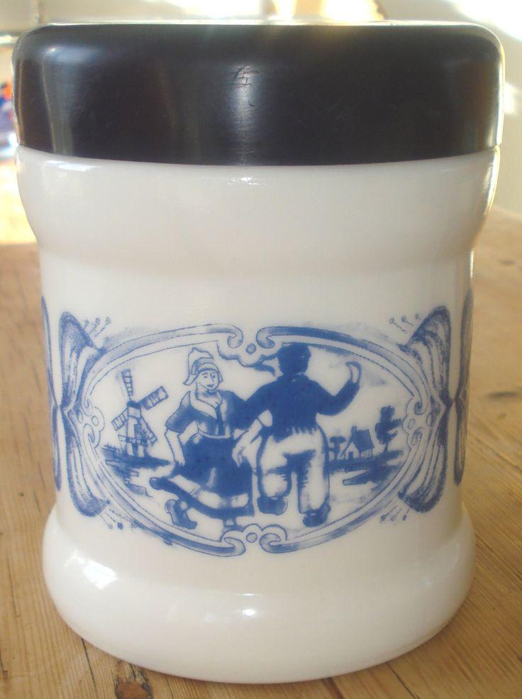 Vintage sigarenpot, Willem II, Valkenswaard, Nederland, jaren '60, '60, wit, blauw, opaline, melkglas door MyVintageAndMore op Etsy