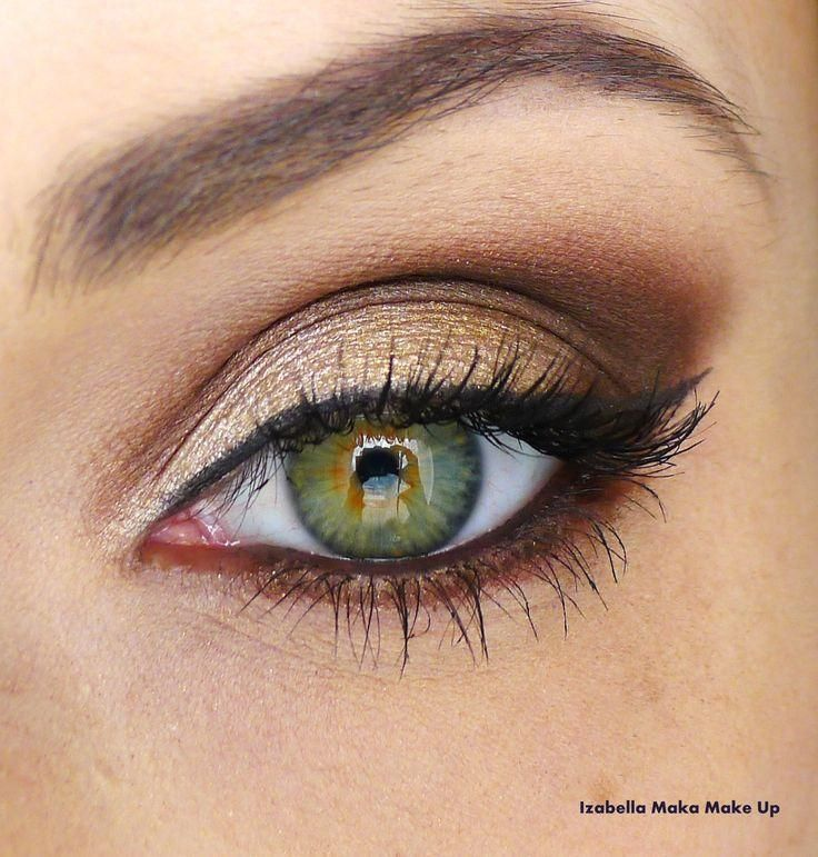 Gold smoky eye to add some sass!