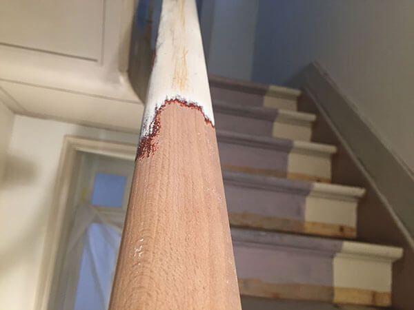 Is je houten trap aan renovatie toe? Straalstudio laat je houten trap stralen als nooit tevoren met een snelle en groene luchtgomtechniek. Vraag een offerte