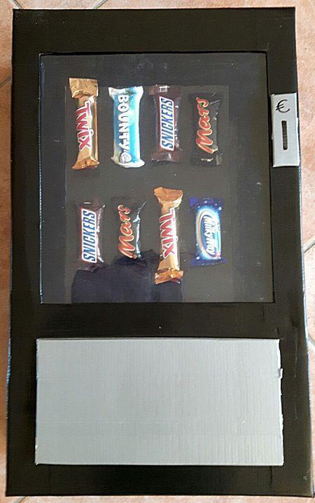 Snoepautomaat surprise voor iemand die graag snoepgoed krijgt als cadeau.