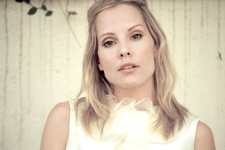 Emma Caulfield Coming to CBS' Supergirl as Cameron Chase