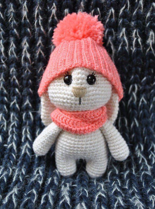 Adorable bunny amigurumi crochet free pattern, stuffed toy, #haken, gratis patroon (Engels), konijn met muts, knuffel, speelgoed, #haakpatroon