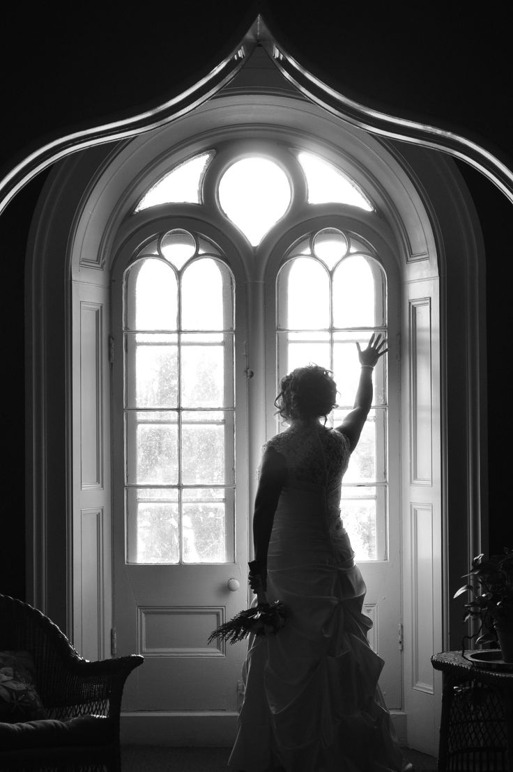 Silhoutte of the bride. Wedding Photography.  Bridal Photos. Ottawa Wedding Photography. www.kellyharperphotography.ca