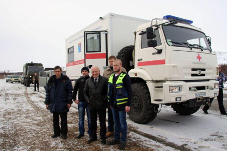 В тестовое путешествие по Магаданской области отправился первенец - новая «скорая помощь» - пилотный полноприводный автомобиль на базе шасси грузовика КамАЗ, разработанный специально для эксплуатации в суровых условиях Крайнего Севера.