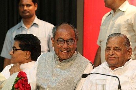 સમાજવાદની લડાઈની આગેવાની કરે મુલાયમ અને લાલુ : Digvijay Singh