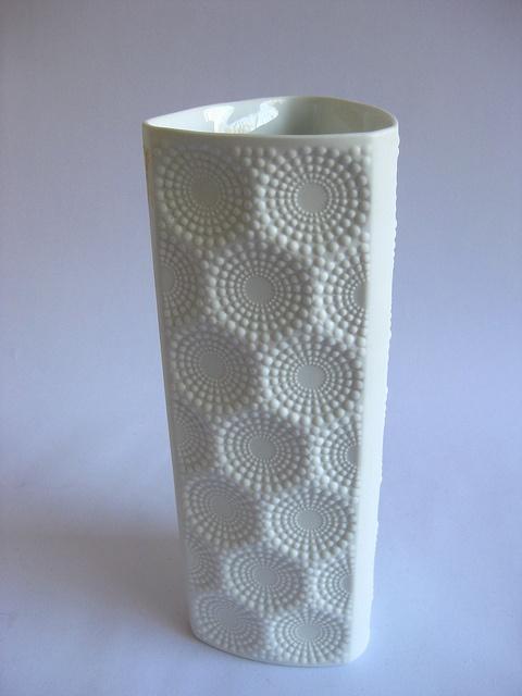 Kaiser-Porzellan bisque vase.