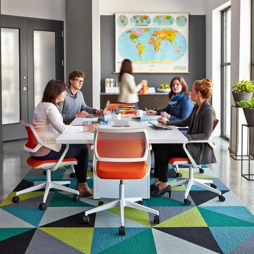 QiVi Chair's timeless design is ideal for meeting and collaborative spaces.