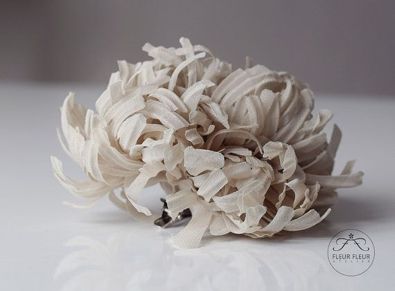 Large Nude Flower Silk Flower Hair Clip Chrysanthemum Flower #etsy #wedding #bridal #bride #bridesmaid #fashion #accessories #brooch #silkflower