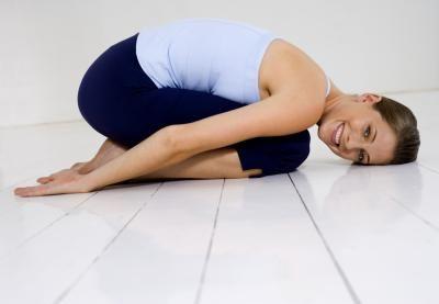 Posiciones de yoga para desaparecer el dolor de cuello y hombros   LIVESTRONG.COM en Español
