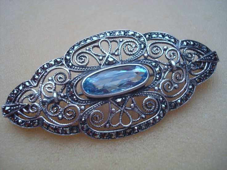Klassische Brosche 925 Silber mit hellblauem Stein und Markasit Art Nachlass