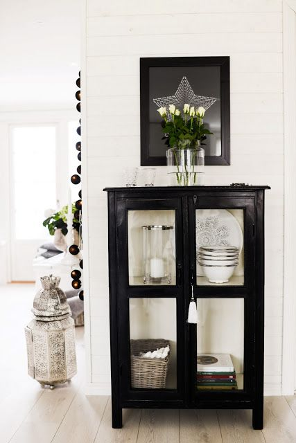 Simple yet stunning. This black and white combination makes you take time out to enjoy the display. HOUSE of MANDY