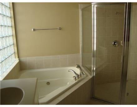 Port Saint Lucie, FL $149,900 4/3/2 2,731 Sq Ft built: 2006 *Multi-Post*