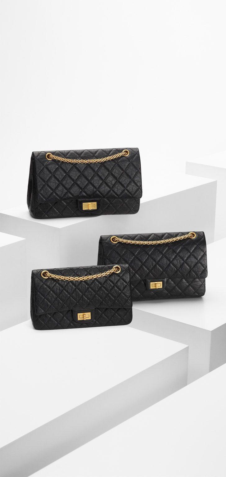 Chanel 2.55 reissue in size 225 - aged calfskin & light gold metal-black & burgundy lining