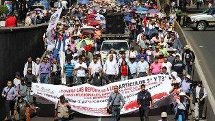 Marchan maestros de la CNTE en Oaxaca - http://www.tvacapulco.com/marchan-maestros-de-la-cnte-en-oaxaca/