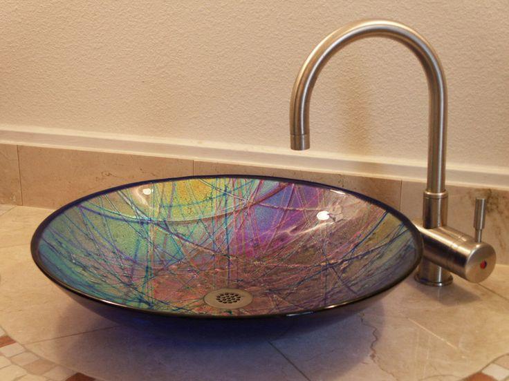 Lisa Vogt, 2011, using Uroboros System 96 glass