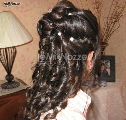 http://www.lemienozze.it/operatori-matrimonio/trucco_e_acconciatura/pepe_studio/media/foto/12  Acconciatura sposa con capelli semiraccolti e boccoli impreziositi da perline e brillantini