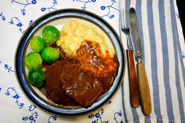 Bankekjøtt oppskrift er en gammel tadisjonsrett på middagsbordet. Rask å forberede, men langsom tilberedning med lang koketid.