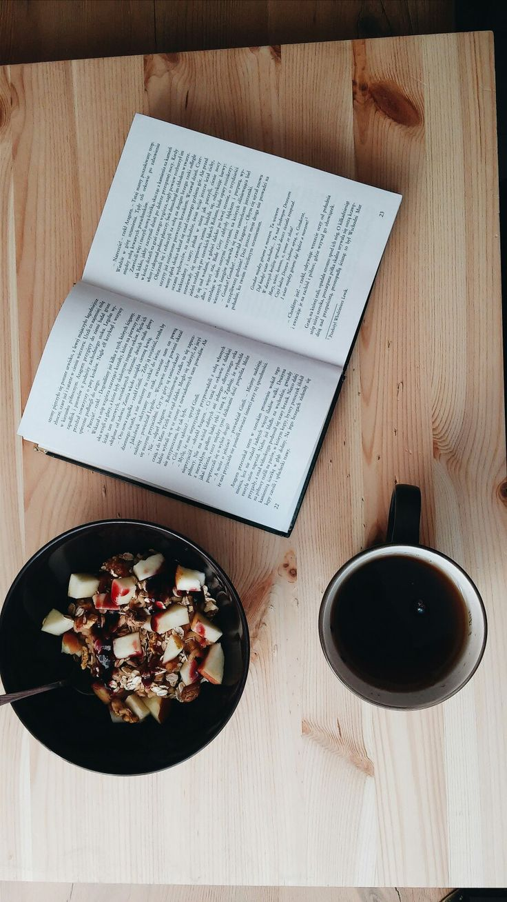 Sunday morning essentials. #sunday #tumblr #morning #book #tea #oatmeal #healthy #lifestyle #cute