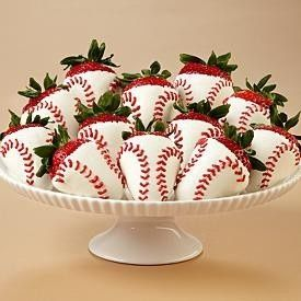 Easy to make in softball theme! Baseball and chocolate covered strawberries. Love it!                                                                                                                                                                                 Más