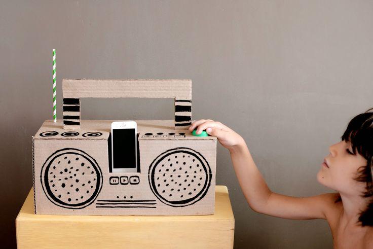 Estéfi Machado: Aumenta o som! * aparelho de som de papelão