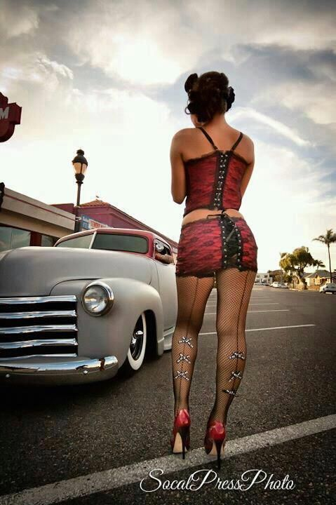 Hot rod pin up girls