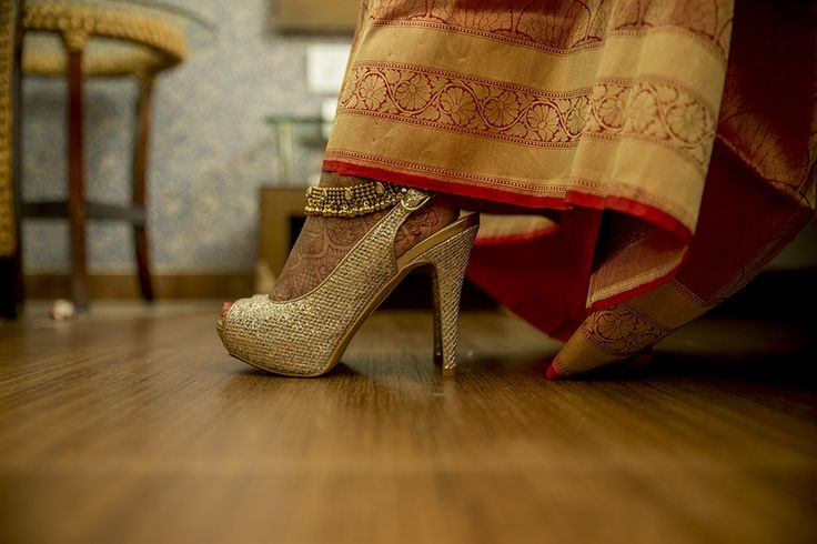 """High heel main, yaara tu badi jacche"" Heels are must for girls. Agree?? :) #Rentaljewellery #Weddingphotography #bridalmakeup PC:Umesh"
