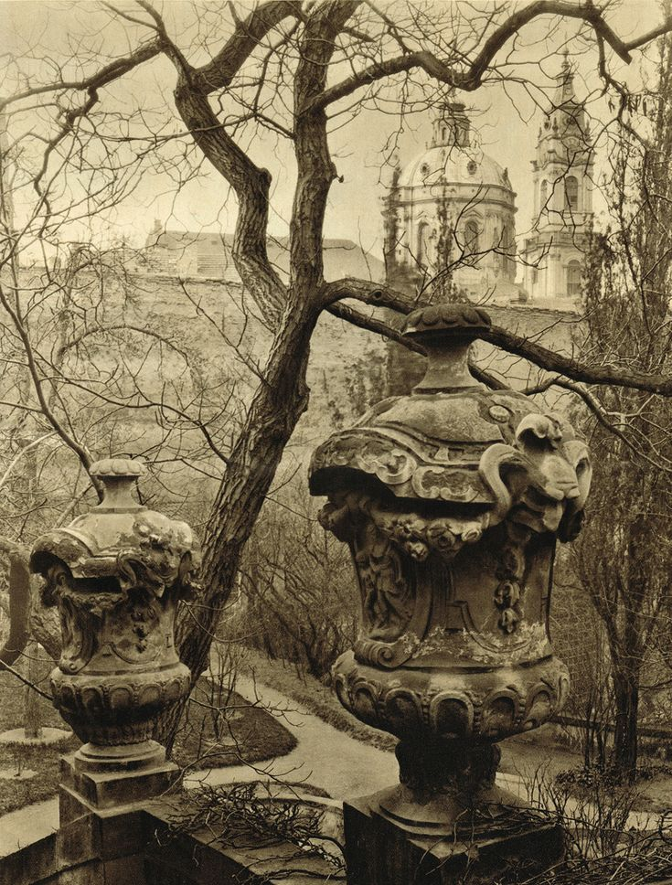 Czech Republic - From old Magazines - Prague  (in Pestrý Týden 1932-11-26)