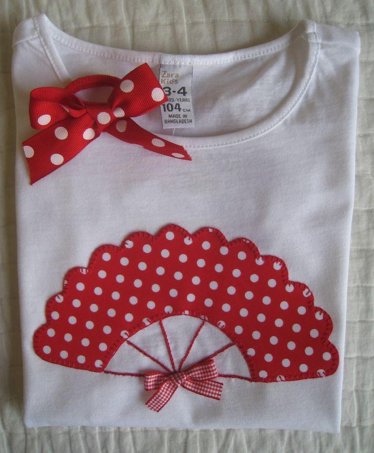 Elena me ha encargado 2 camisetas para su hija.   Quería un modelo de un abanico como el que había visto en un blog y me paso el enlace. Se ...