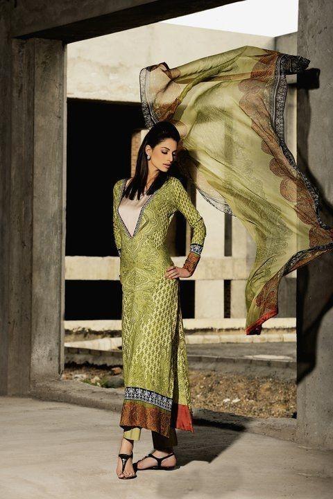 Latest Pakistani Dress Designs For Ladies