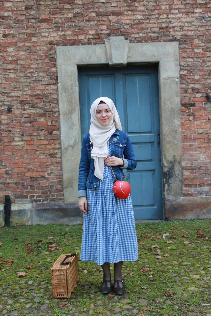 Vintagonista Vintage: Blue Gingham Dress, vintage style, country style, wicker basket, vintage hijab style, vintage outfit, vintage fashion, Novelty B…