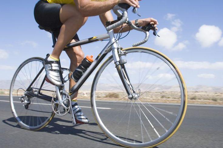 Carreras cortas en una pista o en bicicleta. Hablando precisamente de