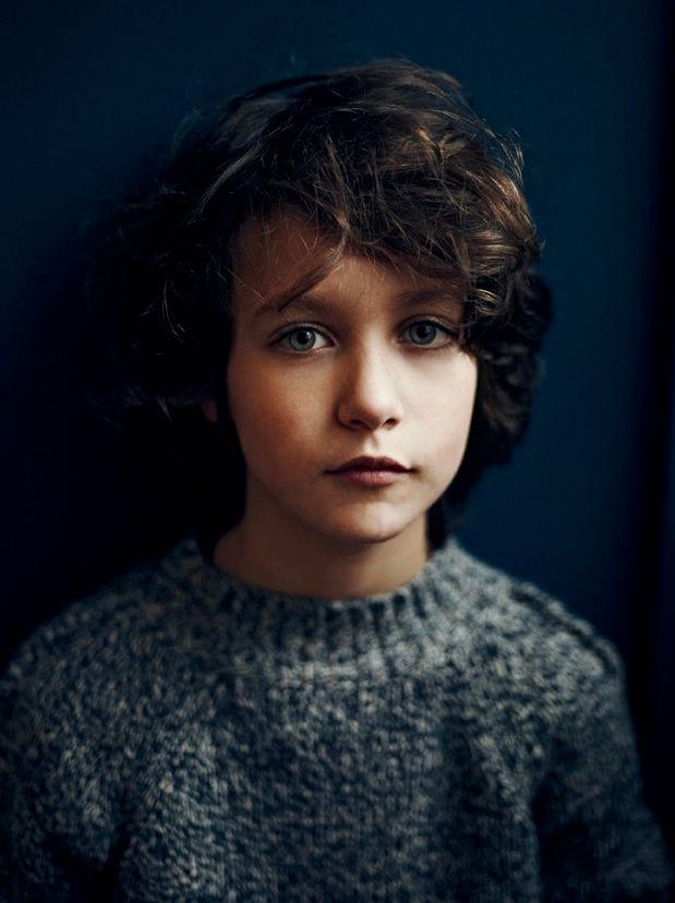 beautiful dark tones for this portrait by photographer annemarieke van drimmelen for kidscase #kids_portraits #dark #natural_light
