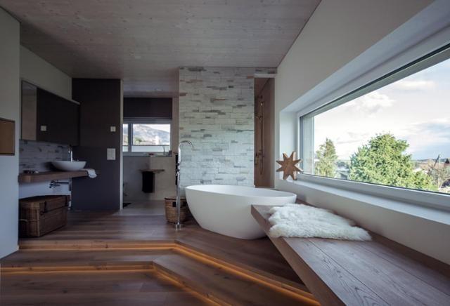 0 Likes - Entdecke das Bild von Baedermax auf COUCHstyle zu 'Modernes Badezimmer mit freistehender Badewanne #bad...'.