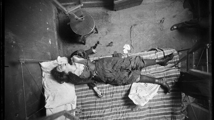 """""""Asesinatos en la ciudad, Nueva York, 1910-1920"""" es una colección de fotografías de escenas del crimen que jamás han sido vistas por el público."""