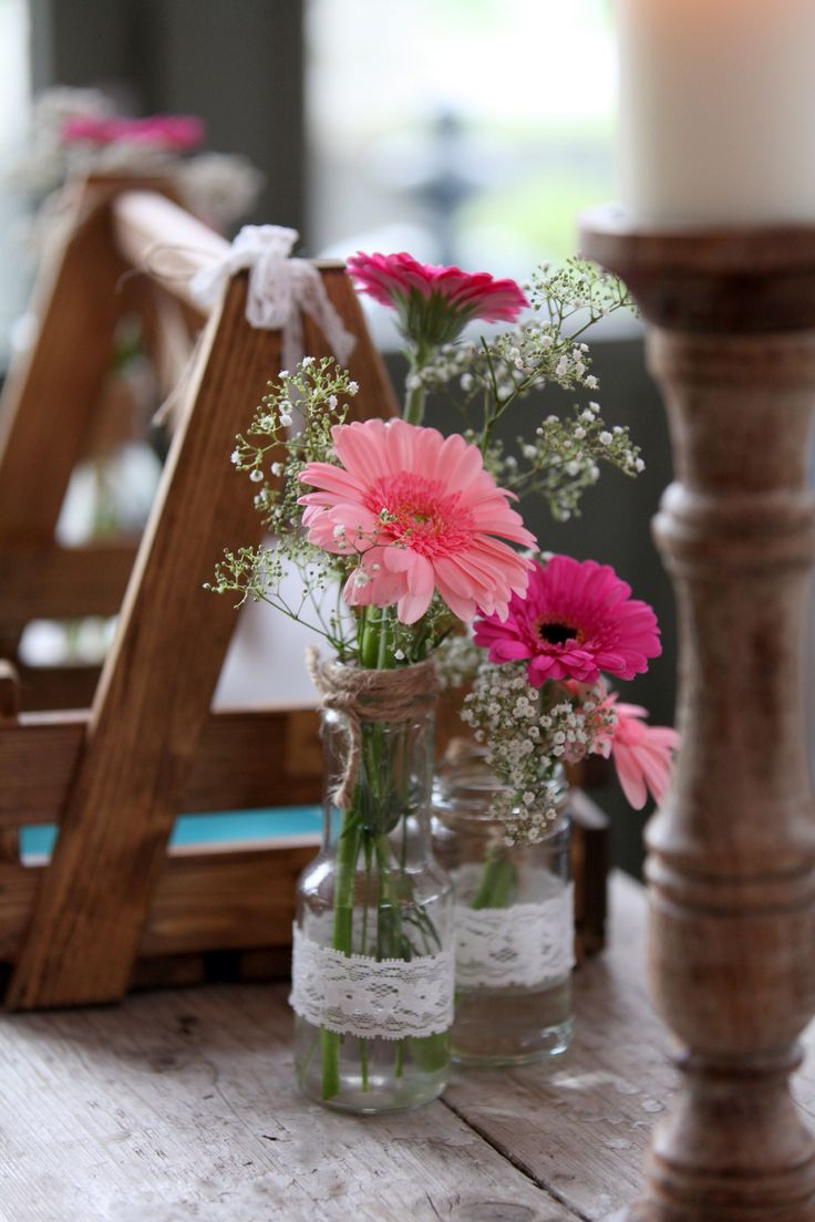 DIY: Pink gerbera flowers in lace jar | roze gerbera in kanten vaasje