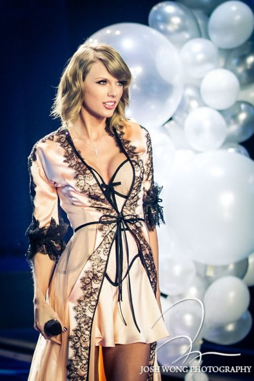 Taylor Swift, Vance Joy & Shawn Mendes	Rogers Centre Toronto, Canada	Friday 10/2/2015 7:00 PM Check out the Taylor Swift 2015 tour schedule for events near you!  http://www.socheapticket.com/events/taylor-swift  #Buy-Taylor-Swift-tickets #Taylor-Swift-concert-tickets #Taylor-Swift-upcoming-Tour #Taylor-Swift-hit-songs #Taylor-Swift-1989-World-Tour-tickets