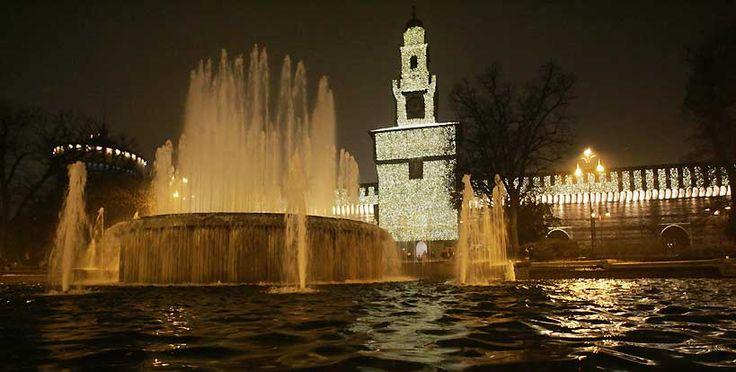 Il mitico Castello Sforzesco, dimora di una delle famiglie meneghine più influenti di sempre. La struttura medievale accoglie ora innumerevoli musei ed esposizioni