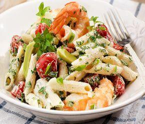 Σαλάτα με πένες, γιαούρτι, γαρίδες, ντοματίνια και αβοκάντο - gourmed.gr