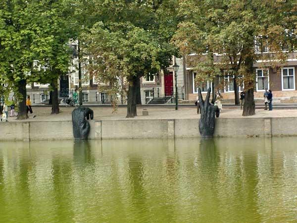 De Haag sculpture