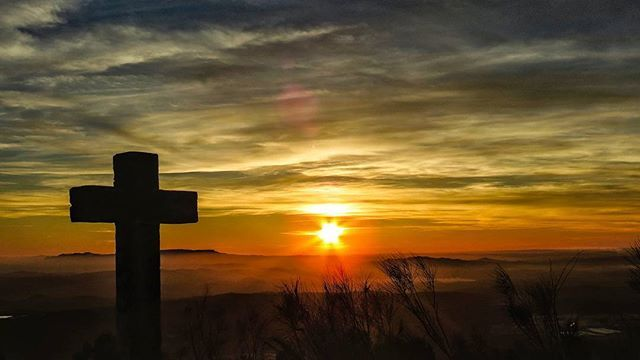 Reposting @amorelophotography: When the sun goes to sleep in Lucena ➕ 🌇 . . #cruz #lucena #sierradelucena #sierradearaceli #sierradearas #lucentinos #fotografosdecordoba #cordoba #sunset #sunsetporn #sun #landscape #nature #tiempoparapensar #timetothink #colour #turismocordoba #estaes_andalucia #estaes_cordoba #weheartcordoba #cordobaSpain #mimaacordoba #cordopolis #ig_cordoba #ig_andalucia #atardecer #puestadesol  #landscapephotography #followforfollow #f4f