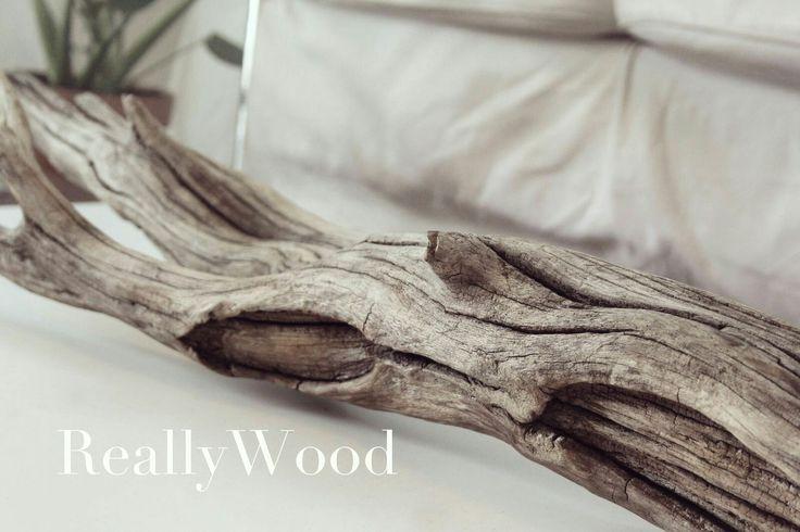 Comenzamos con mas ilusión que nunca, trabajando la madera de forma artesana, creando productos de decoración y lámparas únicas!