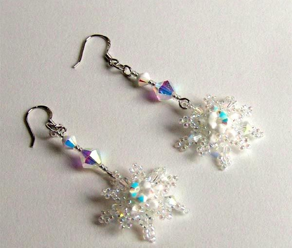 Free pattern for pretty earrings Snowflakes. Make it to b original on Christmas and new Year
