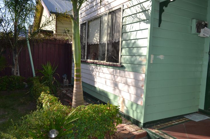 The front of the house weatherboards have been replaced. 19/03/2014