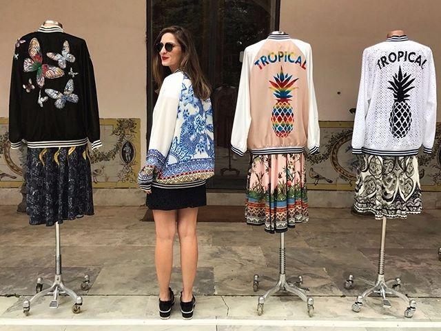 #Partiu  Ásia! Se depender da @adorofarm  embarcaremos nessa aventura com sua nova coleção de inverno que começa a chegar às lojas já na semana que vem. O japonismo vem forte em estampas e shapes - alô dragões e kimonos! - e os tons de verde laranja e marrom da Tailândia e do Sri Lanka colorem as peças. Bon voyage! (Por @natfuzaro )  via GLAMOUR BRASIL MAGAZINE OFFICIAL INSTAGRAM - Celebrity  Fashion  Haute Couture  Advertising  Culture  Beauty  Editorial Photography  Magazine Covers…