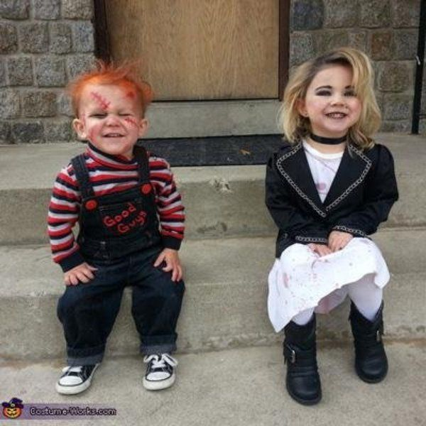 Scary costumes for kids The seed of chucky movie! How cute… but kinda creepy:) | Chucky and his bride | Horror movie cosplay for children |