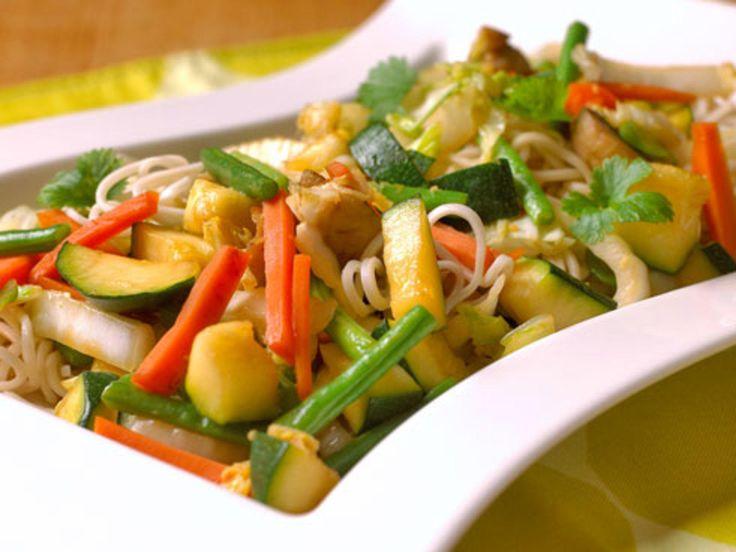 Grønnsakwok med eggnudler