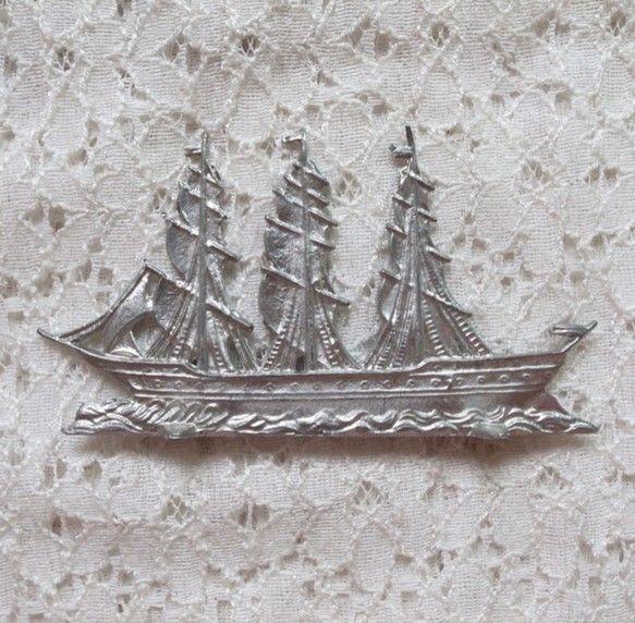 西洋の大型帆船大海原を進む大型帆船です。ご年配の男性へのプレゼントにもとても喜ばれています。どんなお部屋にも合いそうなシックなつくりです。薄いものであればペー...|ハンドメイド、手作り、手仕事品の通販・販売・購入ならCreema。